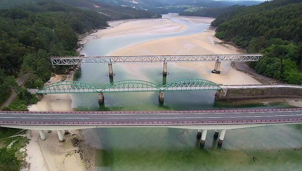 Puentes Ría do Barqueiro a vista de dron